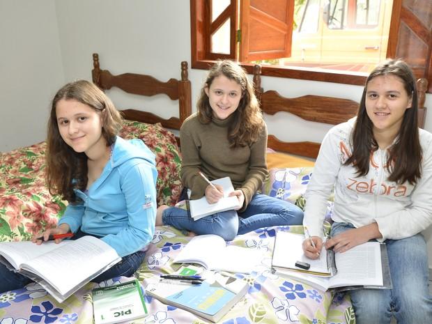 Fábia, Fabiele e Fabíola são trigêmeas e ganharam ouro na Olimpíada de Matemática (Foto: Guilherme Ferrari/ G1)