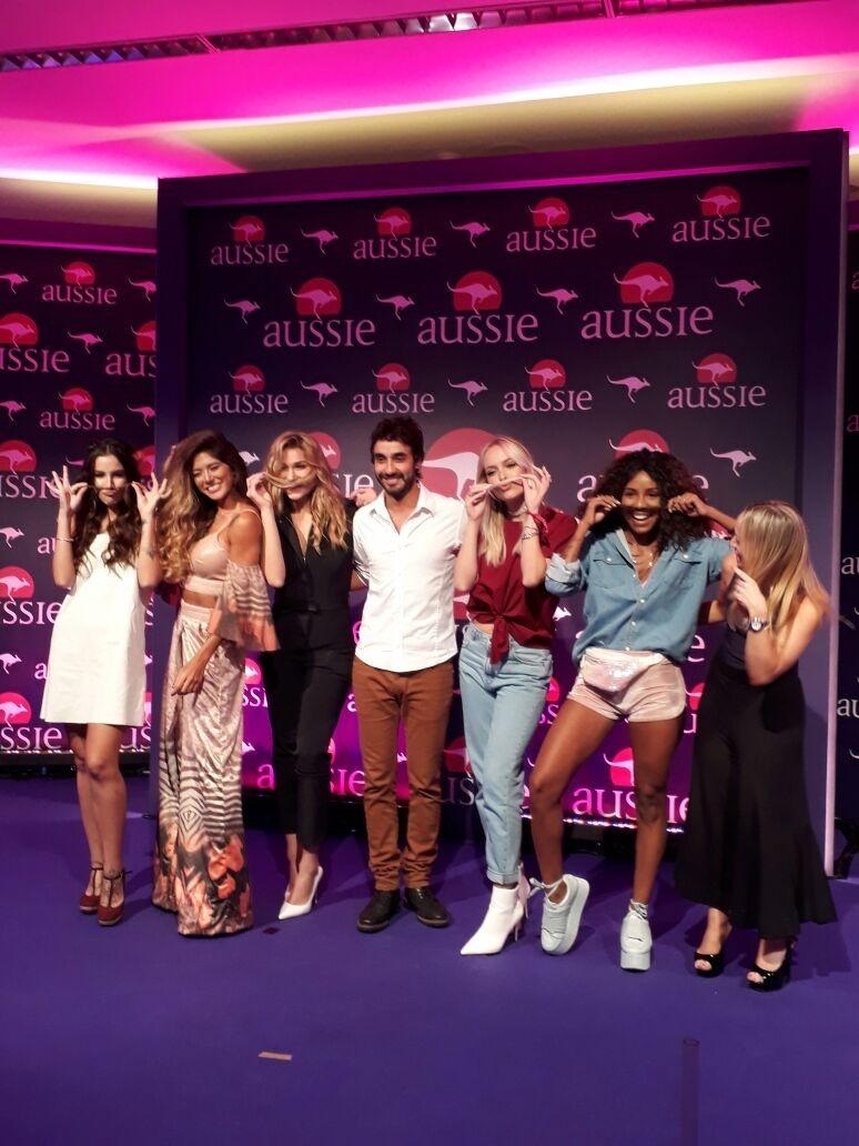 Grupo reunido durante o lançamento (Foto: Vogue Brasil)