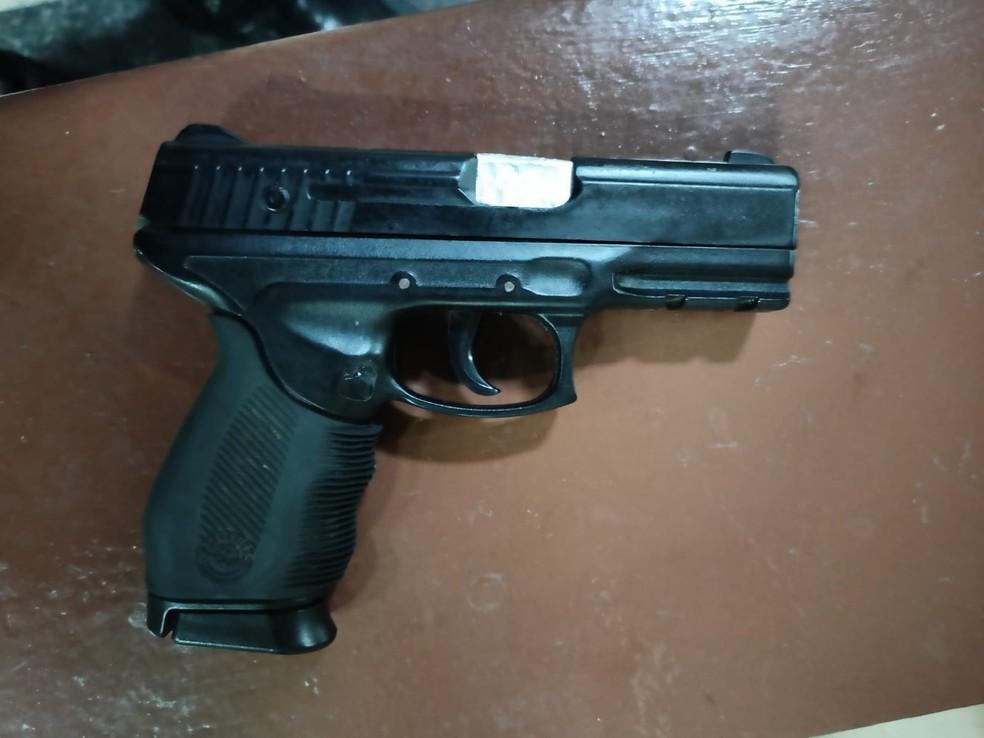 Simulacro de pistola foi apreendido — Foto: Ascom/PM