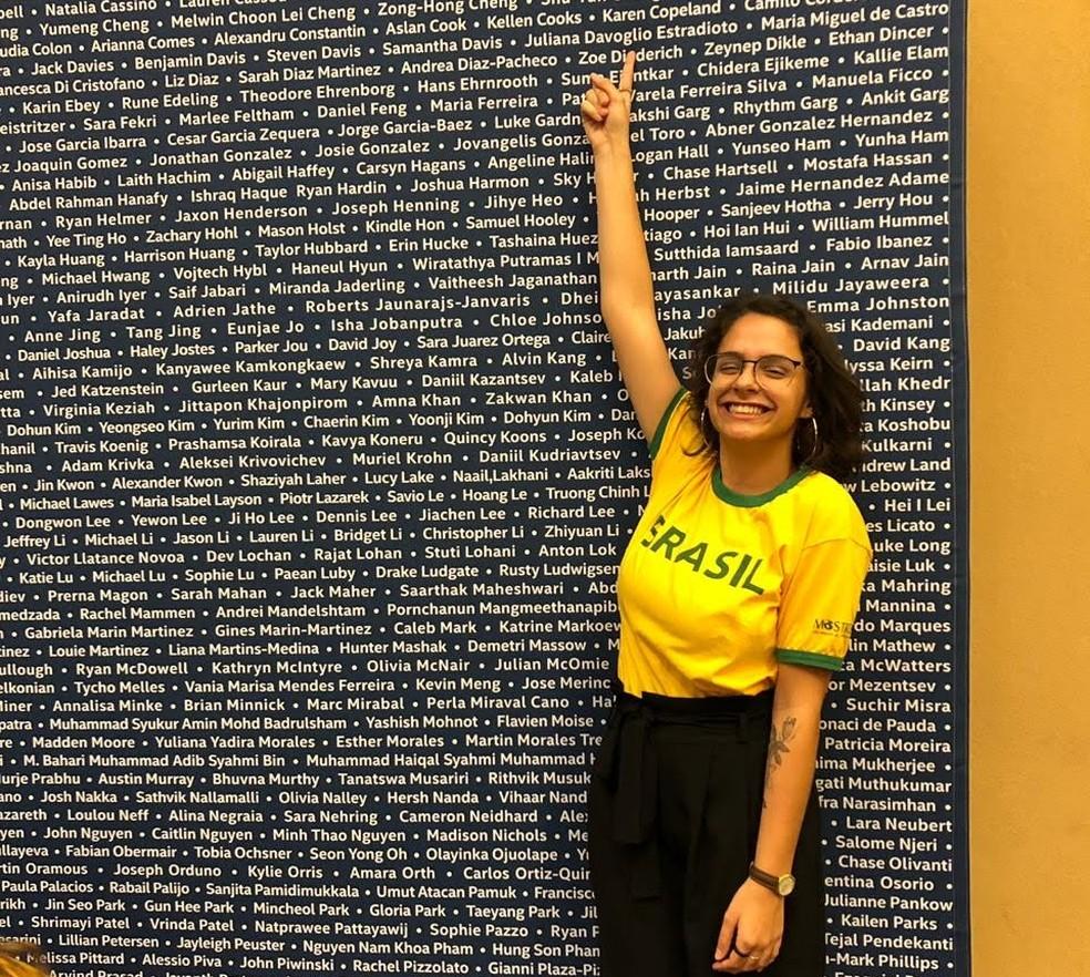 Orgulhosa, Juliana Estradioto mostra seu nome em painel com todos os finalistas — Foto: Arquivo Pessoal