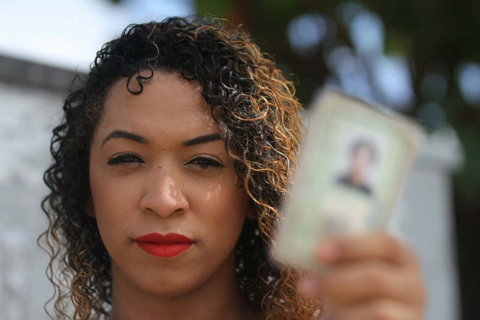 Bruna Melissa, de Paulista, no Grande Recife, esbarrou em dificuldades para alterar o nome (Foto: Marlon Costa/Pernambuco Press)