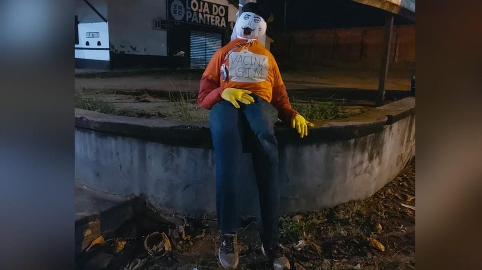 Judas encontrado no cruzamento da Silva Jardim com Plácido de Castro — Foto: Redes Sociais