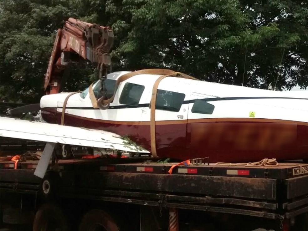 -  Avião utilizado pela quadrilha, alvejado pela FAB quando retornava ao Paraguai, foi encontrado no aeroporto de Paranavaí, em 2015  Foto: Wilson Del P