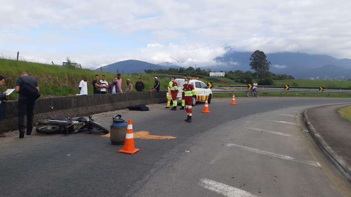 Motociclista é morto a tiros no Acesso Oeste, em Resende