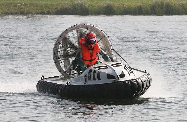 Em setembro será adicionado ao jogo um overcarft, veículo capaz de transitar na água e na terra (Foto: Wikimedia/AGA300~commonswiki)