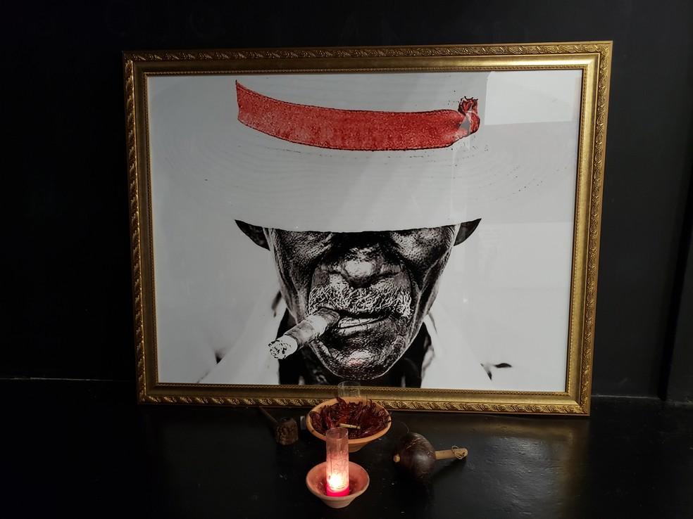 Imagem de preto velho, guia de umbanda que trabalha dentro da religião de umbanda, no Colégio Pena Branca, na Zona Sul de São Paulo — Foto: Bárbara Muniz Vieira/G1