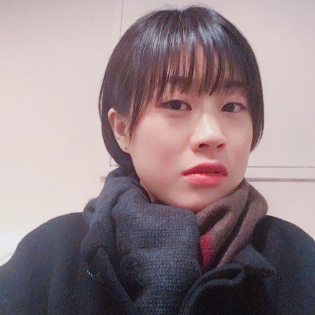 Jang Yun-hwa e outras mulheres de sua geração dizem não querer perder o lugar no mercado de trabalho pela maternidade (Foto: BBC News Brasil)