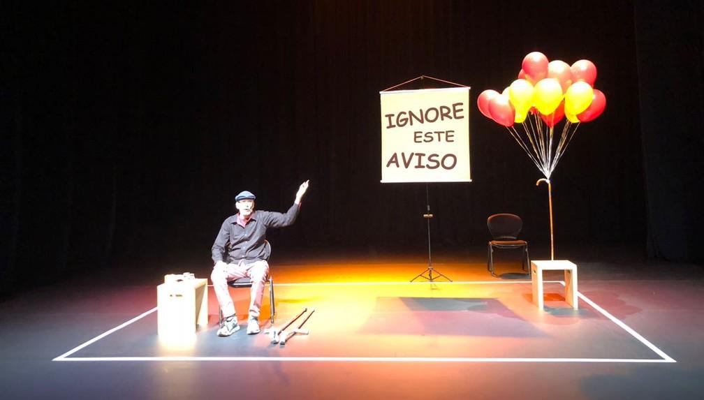 Nando conta trajetória de uma vida com esclerose múltipla na peça 'Se Fosse Fácil Não teria Graça' (Foto: Geraldo Jr.)