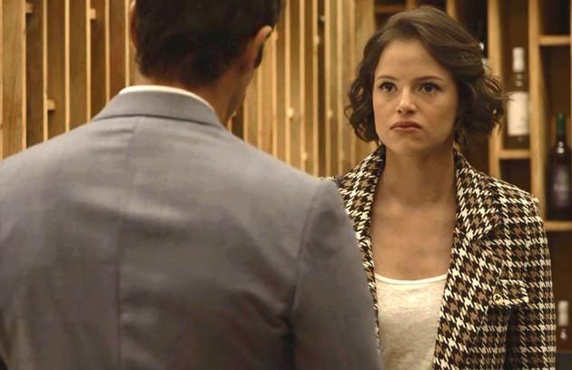 Na sexta (13), Josiane (Agatha Moreira) irá se desesperar ao descobrir que perdeu todo o seu dinheiro (Foto: Reprodução)