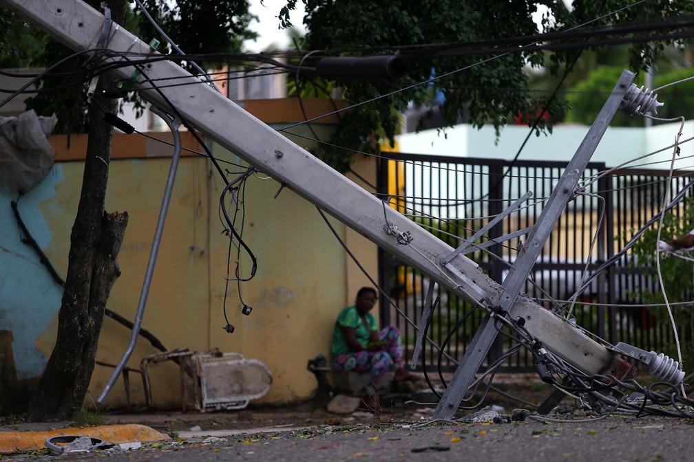 Poste caído é fotografado após passagem do furacão Irma, em Puerto Plata, na República Dominicana (Foto: Ivan Alvarado/Reuters)