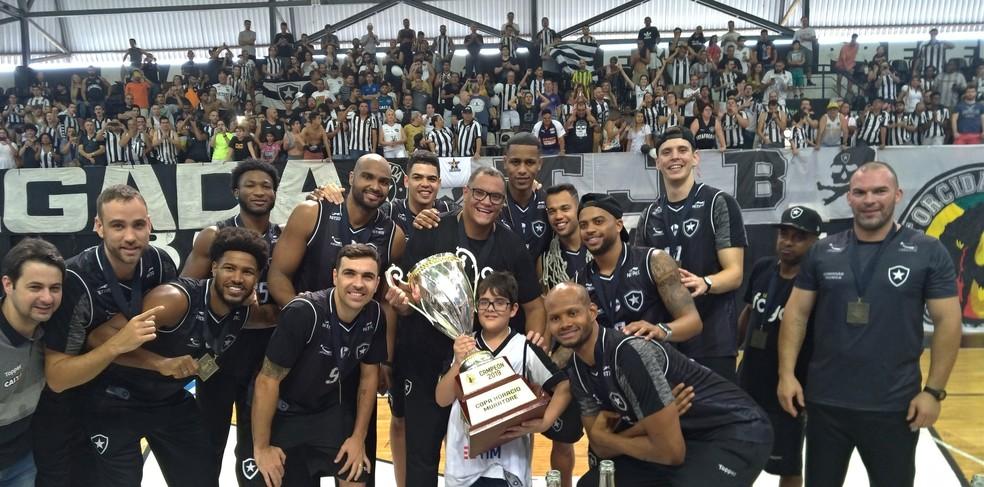 Time de basquete do Botafogo conquistou título inédito da Sul-Americana em 2019 — Foto: Reprodução/Redes sociais
