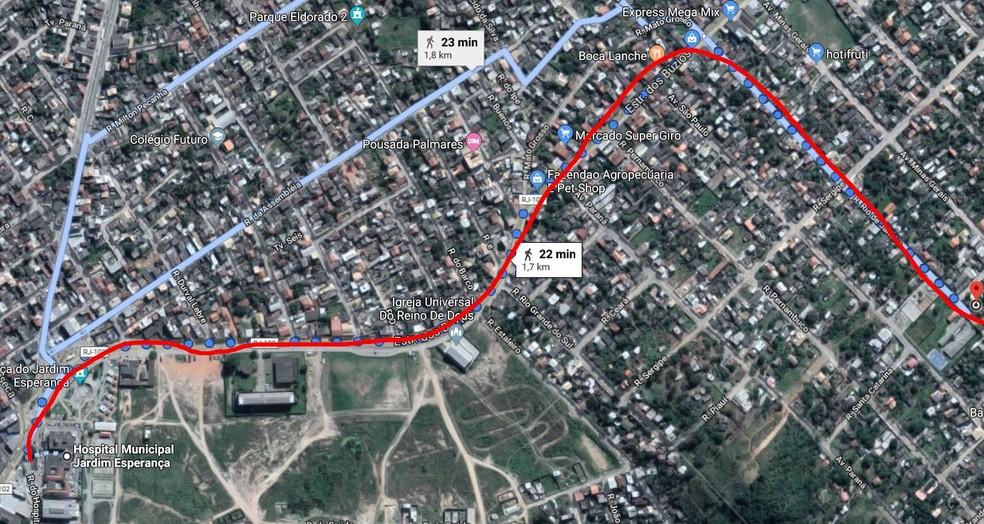 Mulher andou cerca de 2 km caregando o homem em um carrinho de mão em Cabo Frio, no RJ — Foto: Reprodução/Google Maps