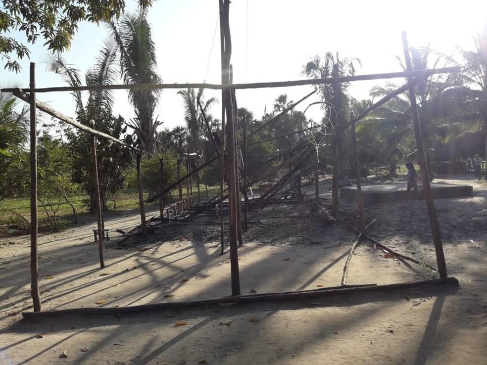 Em barracão que foi incendiado funcionava centro comunitário.  — Foto: Reprodução/TV Mirante