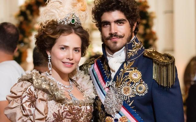 Leticia Colin e Caio Castro em 'Novo mundo' (Foto: TV Globo)
