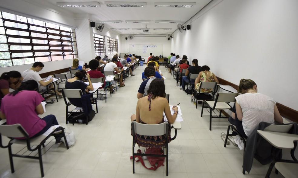 Candidatos fazem a prova de redação e português da Fuvest — Foto: Flavio Moraes / G1