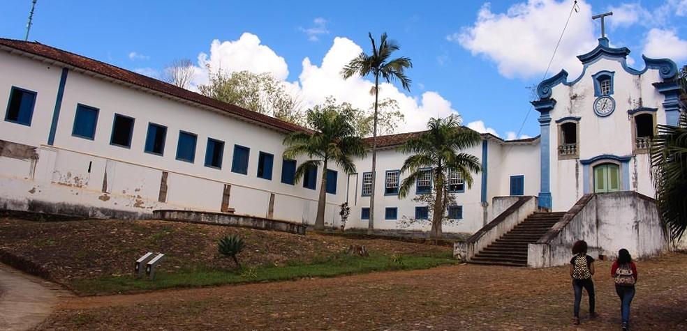 Prédio onde funciona o Instituto de Ciências Humanas e Sociais da Ufop. — Foto: Daniel Tulher/Ufop/Divulgação