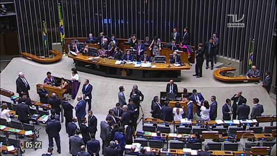 Deputados rejeitam 2ª denúncia contra Michel Temer em mais de 12 horas de sessão