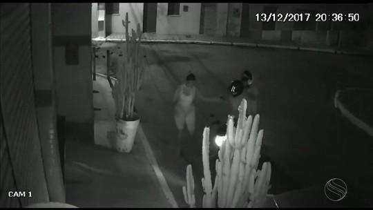 Câmeras de segurança flagram assalto em Malhador