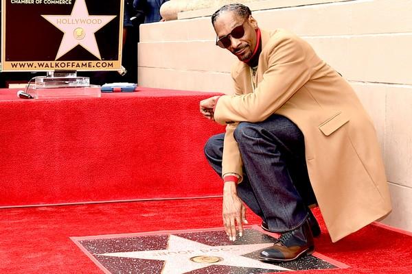 O rapper Snoop Dogg no evento no qual foi homenageado com uma estrela própria na Calçada da Fama de Hollywood (Foto: Getty Images)