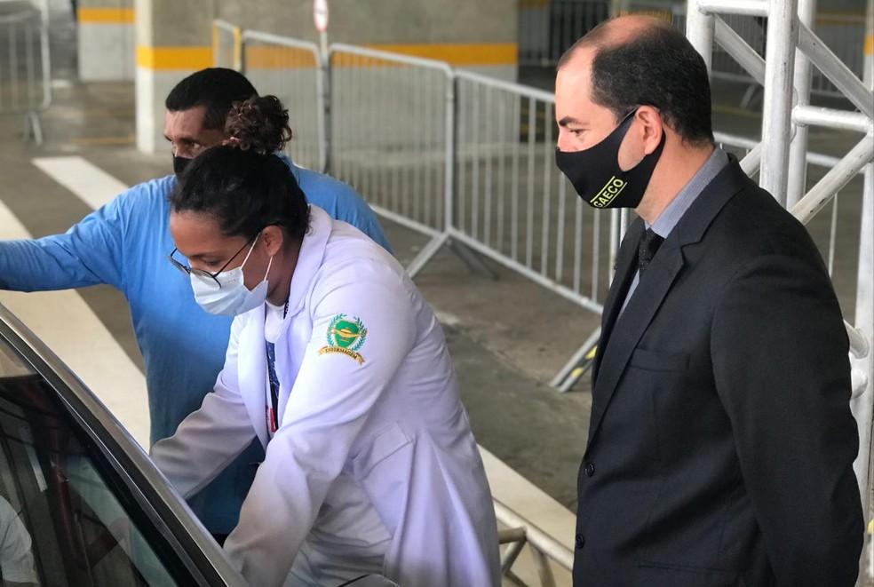 Promotor Rafael Galvão, do Ministério Público do RN, acompanhando vacinação contra Covid-19 em Natal — Foto: Kleber Teixeira/Inter TV Cabugi