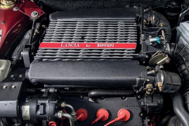 O motor V8 de origem Ferrari (Foto: Divulgação)