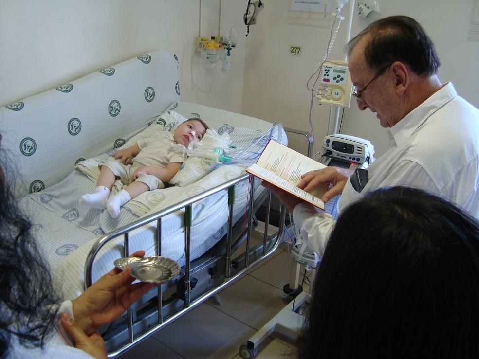 Desde os três meses, Kauê vive no hospital por conta das complicações da doença (Foto: Santa Casa / Divulgação )
