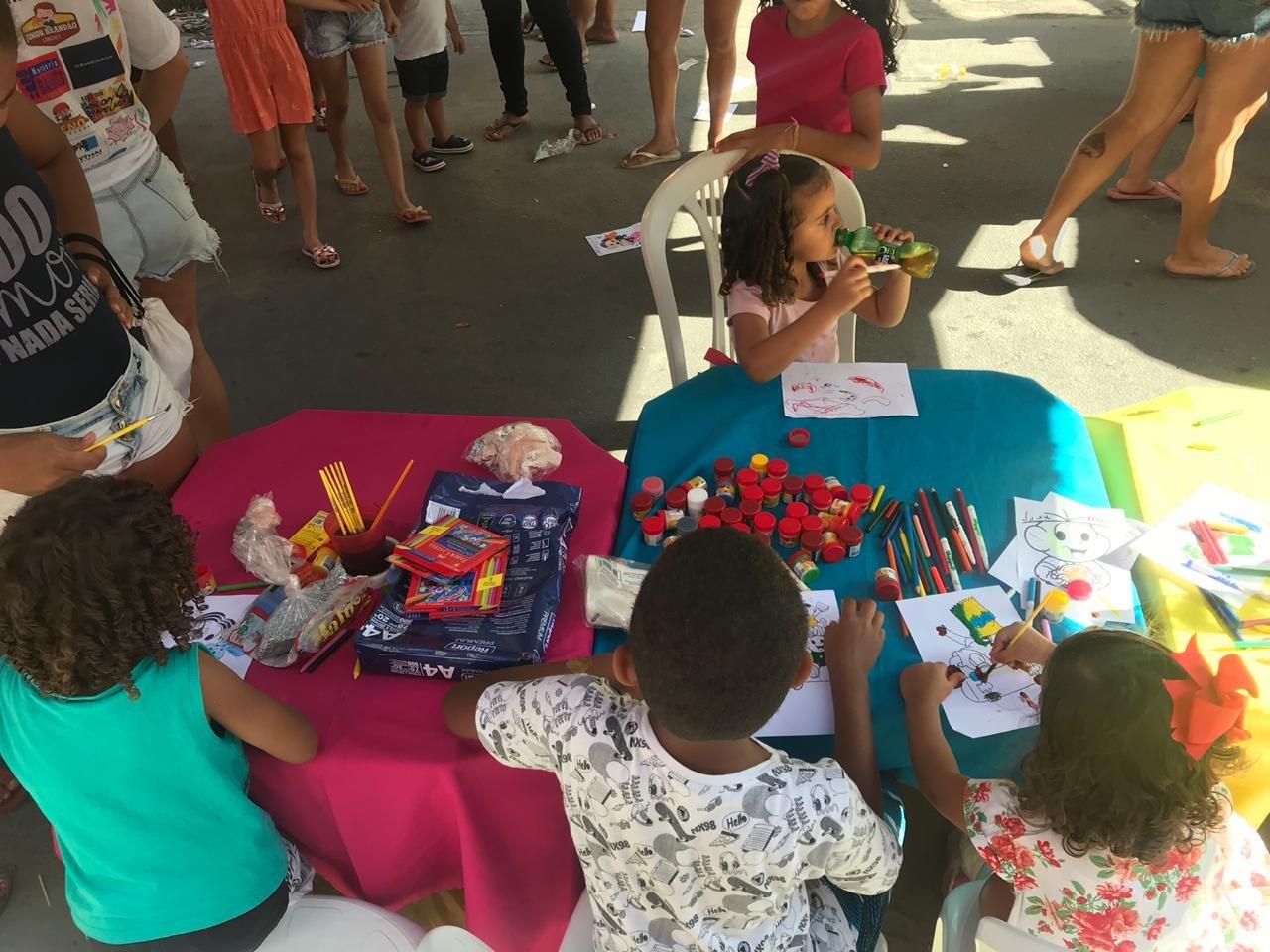 Voluntários arrecadam brinquedos e promovem festa para crianças carentes em Cruz das Almas, em Maceió - Notícias - Plantão Diário