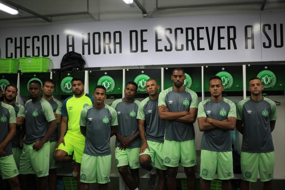 24d0d2993c Com cinco novidades, Chape apresenta elenco para 2018 | chapecoense ...