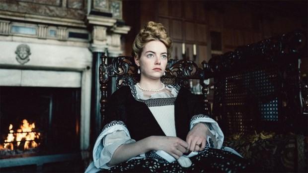 Emma Stone em A Favorita (Foto: Reprodução/Youtube)