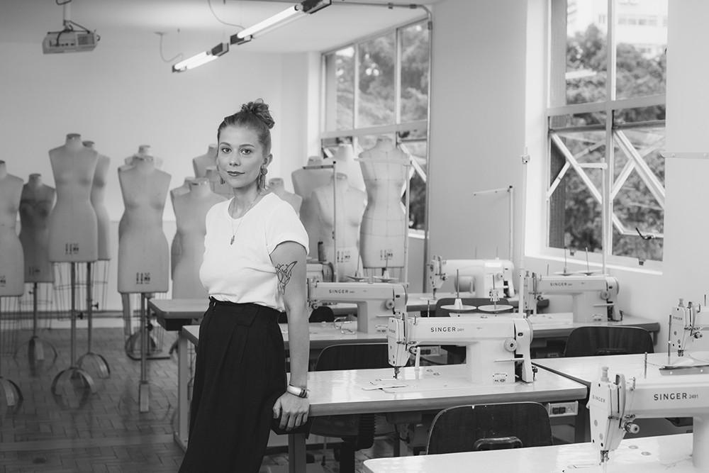 """""""Promover a transparência na indústria da moda está diretamente ligado à melhoria das condições de trabalho das mulheres, pois elas ocupam 75% dos postos no setor"""". (Foto: Marcus Steinmeyer)"""