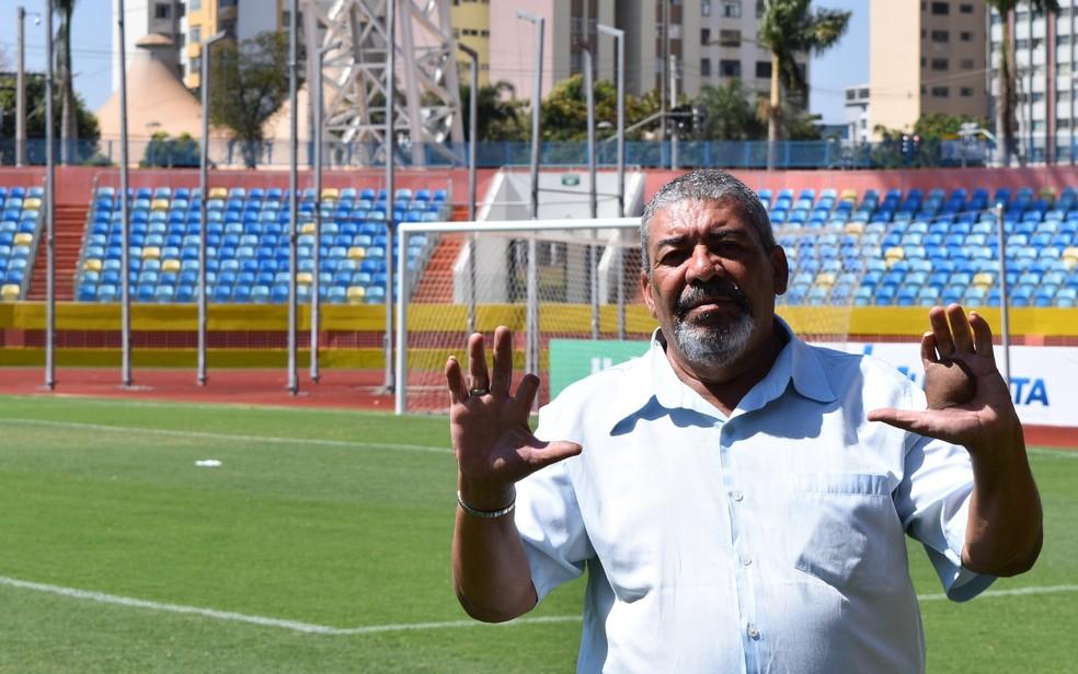 Tio de Leide e irmão de Ivo, Odesson Ferreira tem sequelas do contato com o césio (Foto: Vitor Santana/G1)