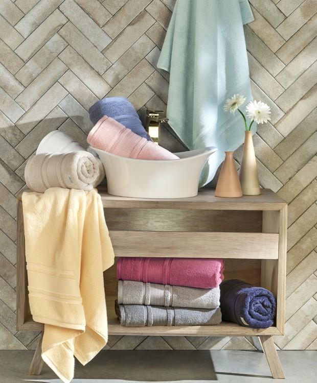 Manter as cores vivas e a maciez das toalhas de banho exige uma série de cuidados. Na foto, peças da linha Eternity, da Artex. (Foto: Artex/Divulgação)
