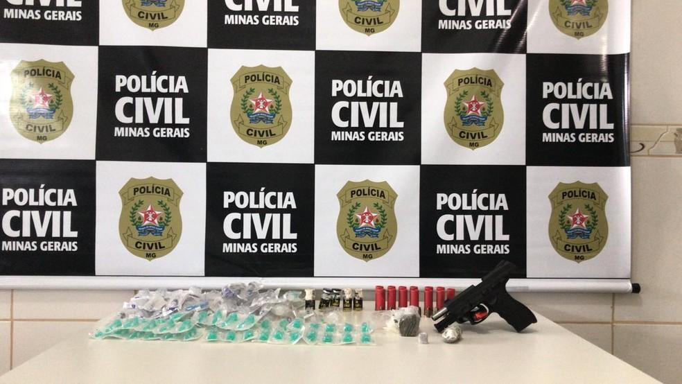 Material apreendido com o agente — Foto: Polícia Civil / Divulgação