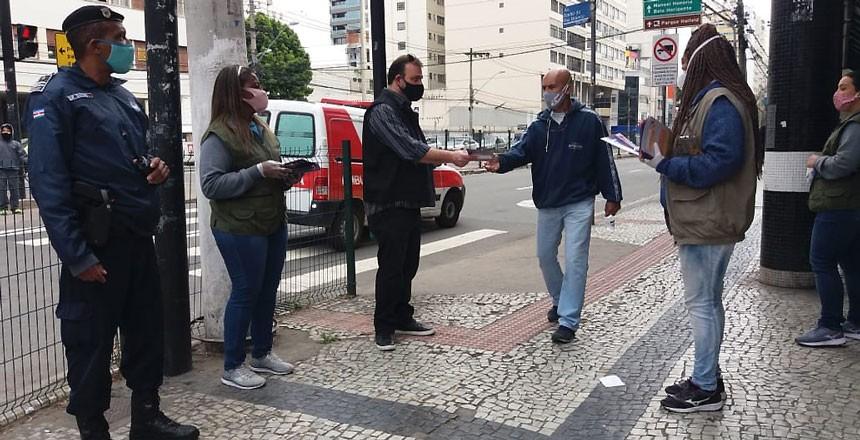 Ação de enfrentamento ao coronavírus promove conscientização de pedestres em Juiz de Fora