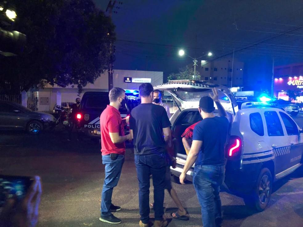 Adolescente suspeito de participação no crime é apreendido — Foto: Divulgação