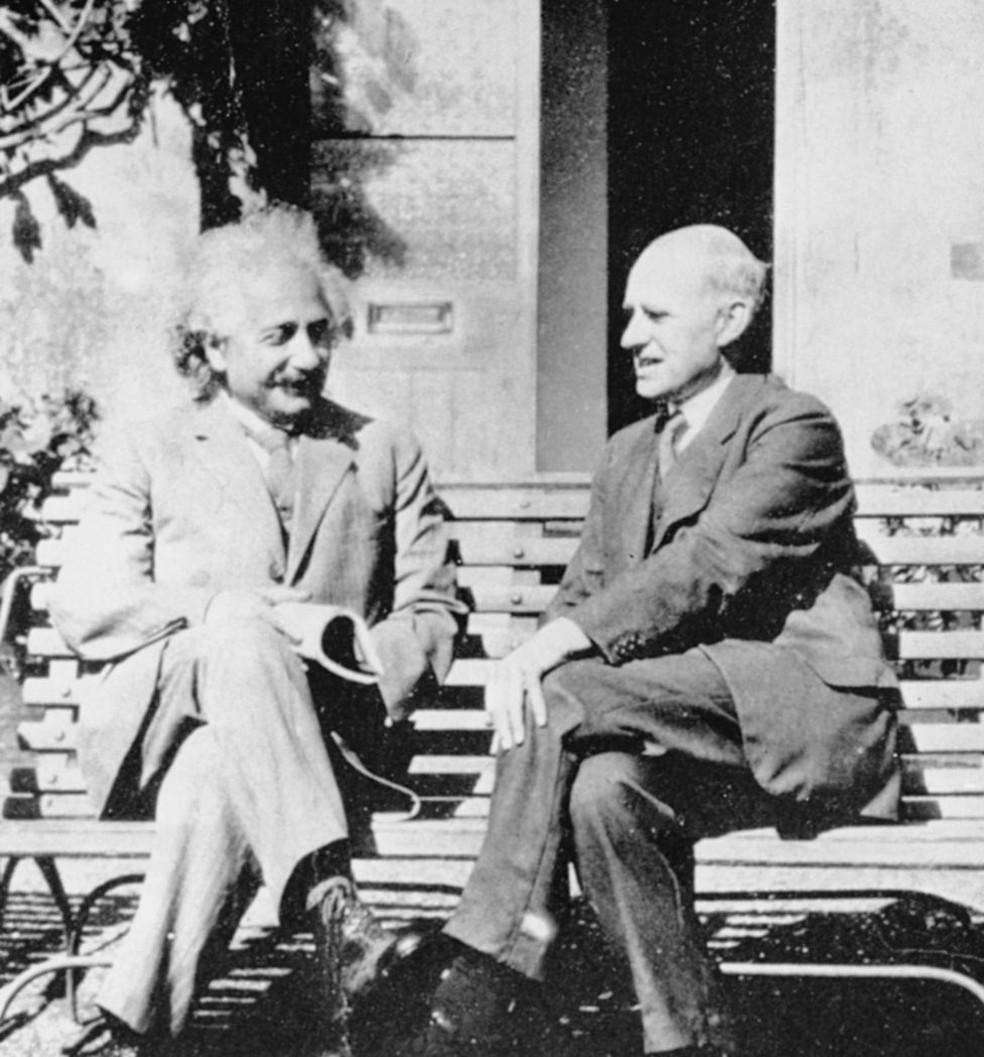 Einstein e Eddington só se encontraram na Inglaterra anos depois do eclipse que comprovou a relatividade geral; por causa da Primeira Guerra, o clima ainda era tenso entre cientistas britânicos e alemães — Foto: Science Photo Library