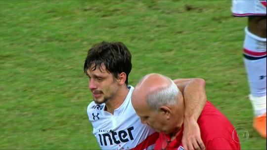 Rodrigo Caio sai machucado no empate sem gols do São Paulo contra o Ceará
