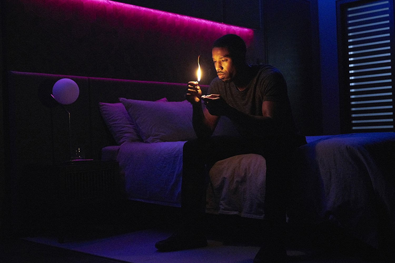 Michael B. Jordam em Fahrenheit 451 (Foto: Divulgação)