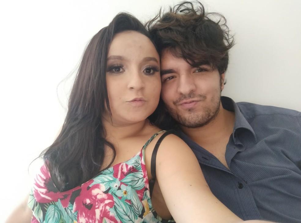 Casal se conheceu em meio a pandemia de Covid-19 em um aplicativo de relacionamento — Foto: Arquivo pessoal