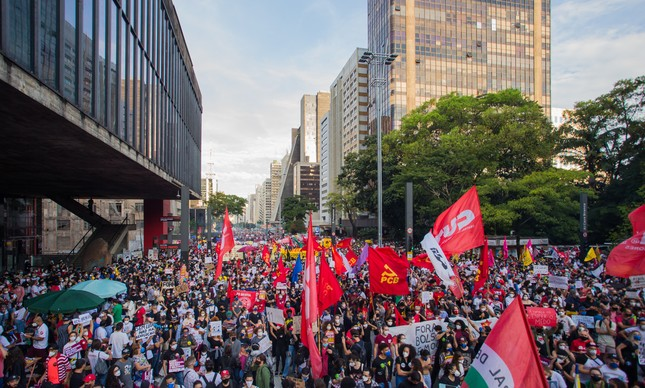 Protesto na Avenida Paulista reuniu milhares de manifestantes contra Jair Bolsonaro