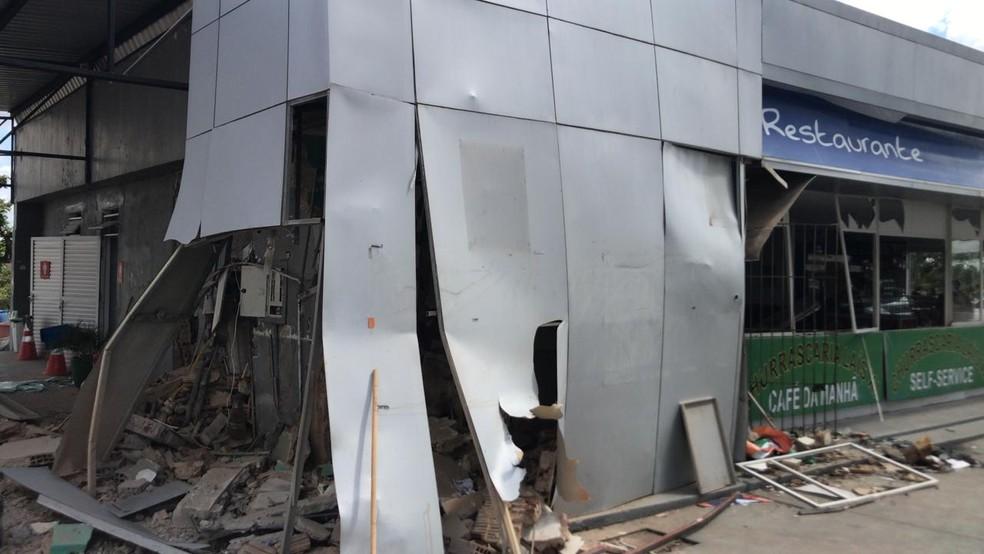 Estrutura de posto de combustíveis foi danificada por quatro explosões provocadas por criminosos na Grande Natal — Foto: Geraldo Jerônimo/Inter TV Cabugi