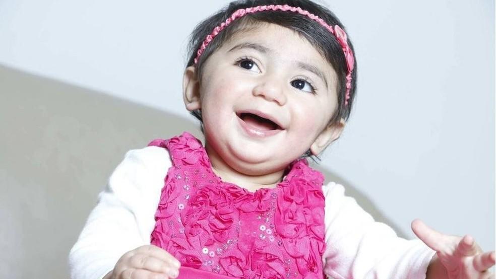 Zainab Mughal foi diagnosticada com neuroblastoma, um tipo de câncer que costuma acometer crianças — Foto: Arquivo Pessoal/BBC