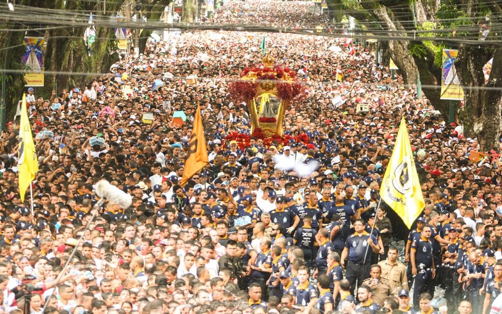 Processão do domingo levou milhões de fiéis para as ruas de Belém — Foto: Thiago Gomes/Agif/Estadão Conteúdo