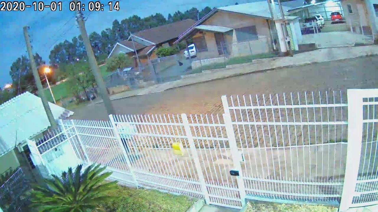 Câmera de segurança registra 'clarão' causado por queda de meteoro no RS