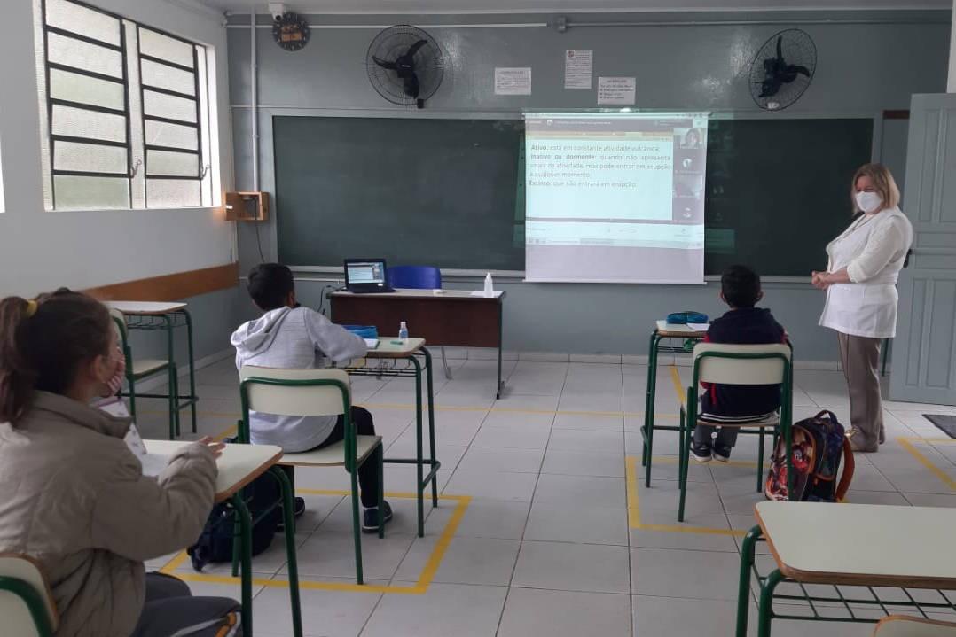 Liminares determinam que diretores afastados de escolas estaduais em Curitiba retornem às funções