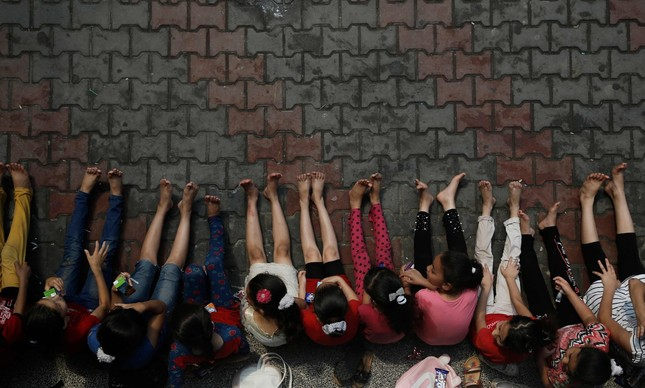 Meninas palestinas brincam durante atividade organizada pelas Nações Unidas