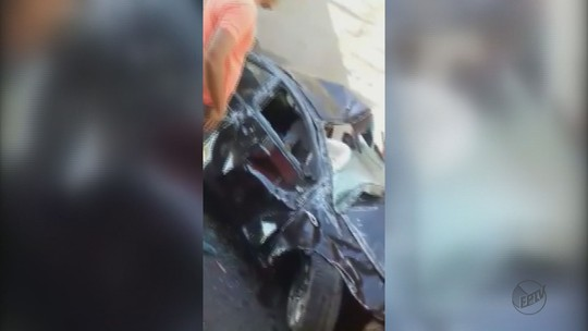 Carro cai de viaduto em Ibaté (SP) e motorista sai ileso; veja vídeo