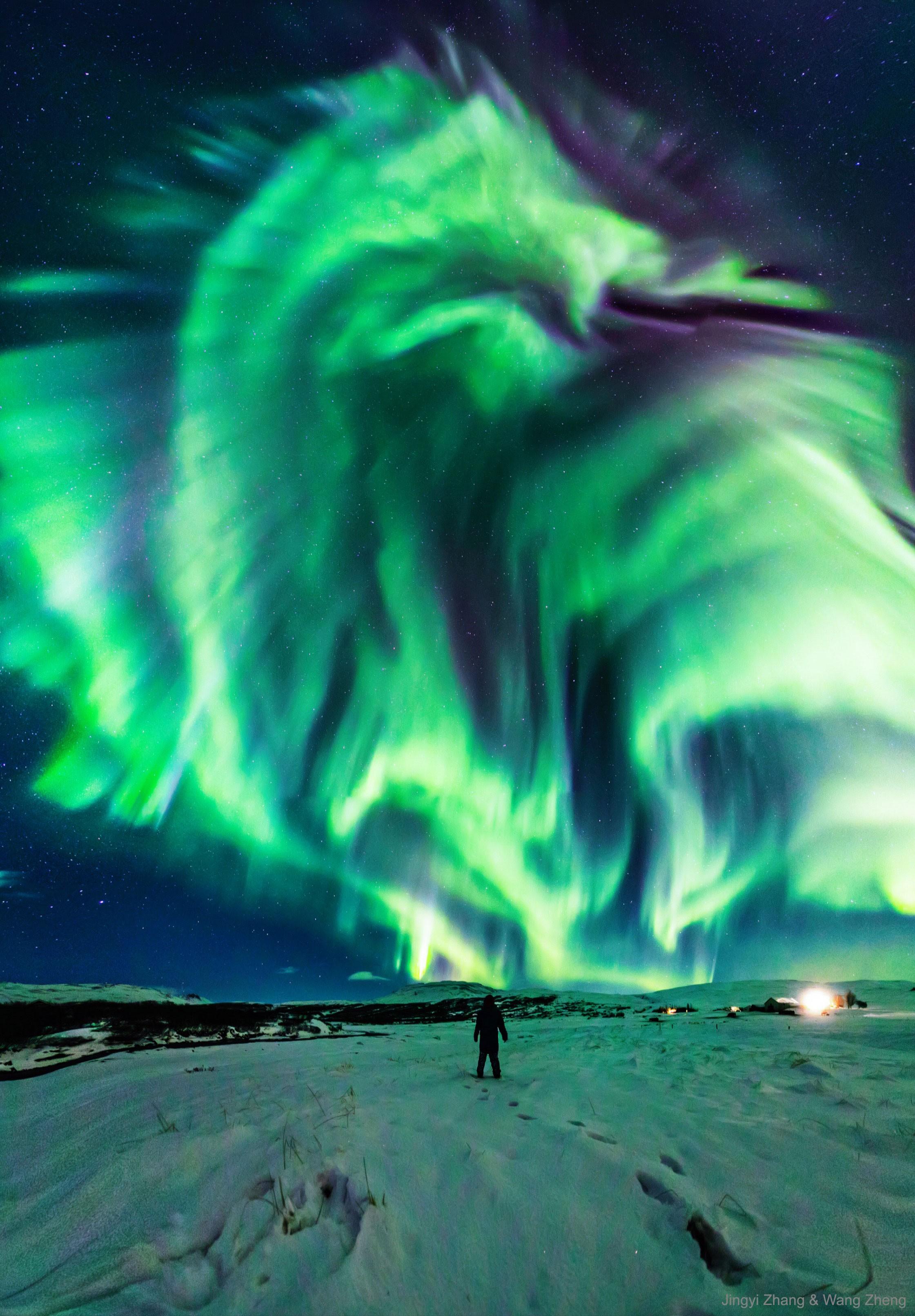 Aurora boreal com formato de dragão (Foto: Jingyi Zhang & Wang Zheng/ NASA)