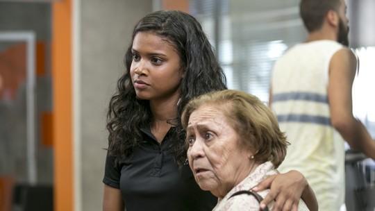 Joana provoca Irene: 'Tá com medo que eu cobre caro do seu filho?'