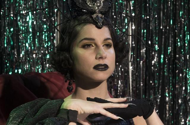 Chandelly Braz em 'Zodíaca: o monólogo de cada signo' (Foto: Camilla Maia)